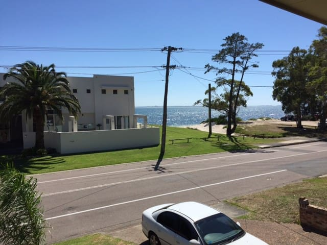 beach water views from verandah stylish and large - Corlette - Huis