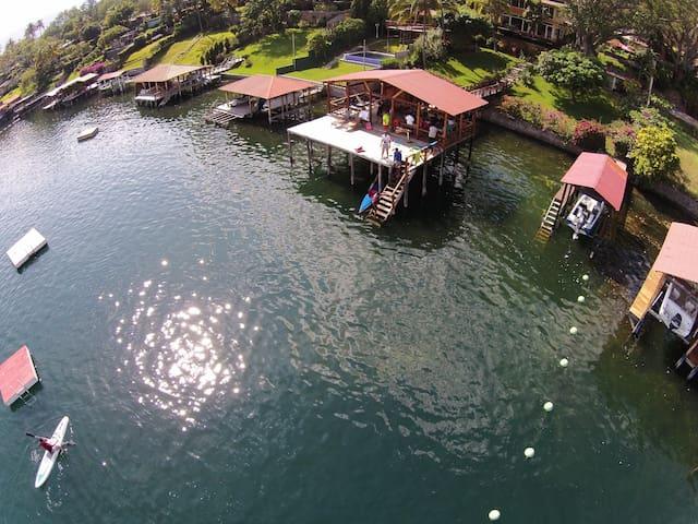 Beautiful house in a beautiful lake - Lago de Coatepeque - Casa