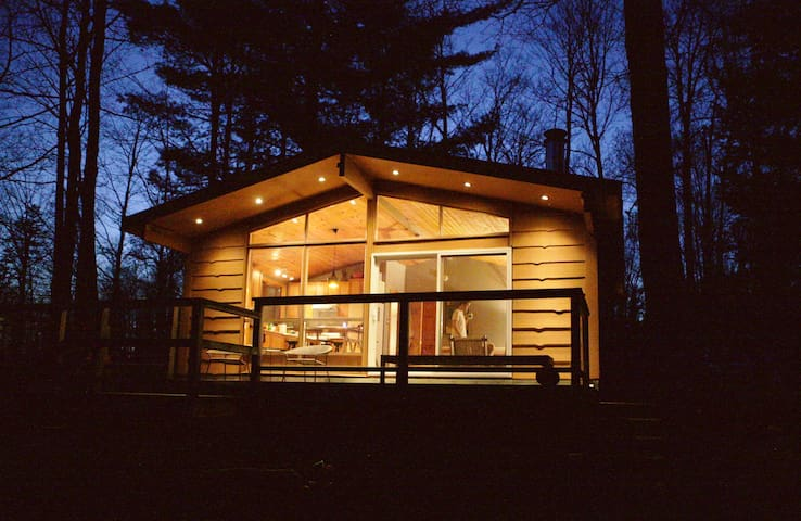 Stylish Modern River House - Magnetawan - Hytte
