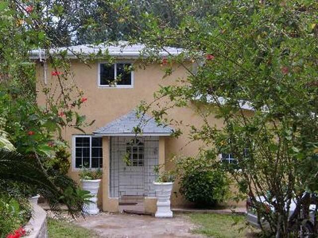 2 Bedroom Guest House in Kingston - Kingston - Villa