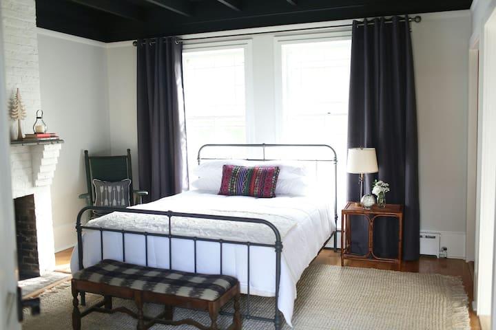 Vibrant Coastal Cottage Private Bed/Bath (Suite 2) - Long Branch - Ev