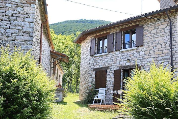 Rustico in borgo Ristrutturato - Acqualagna -  Abbadia di Naro - Cabaña