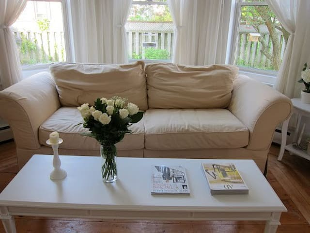 Truro room 30 minutes driving from Halifax Airport - Truro - Huis