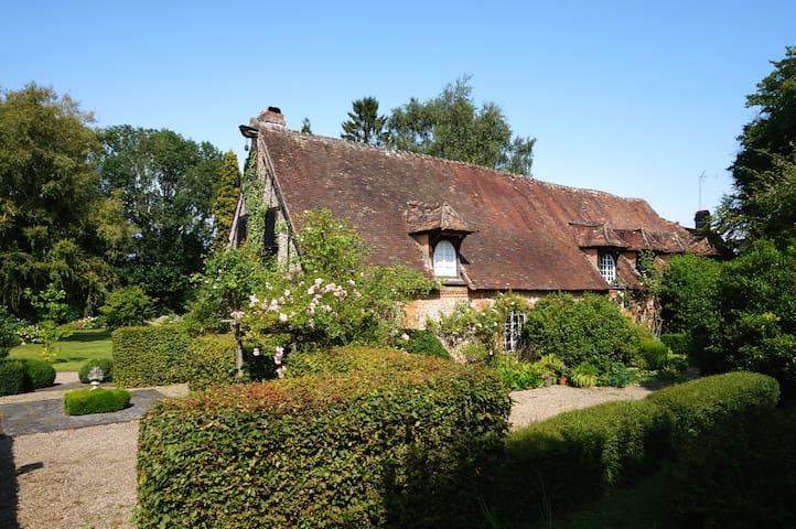 Belle demeure en pleine campagne avec 1 ha de parc - Le Coudray-Saint-Germer - Hus