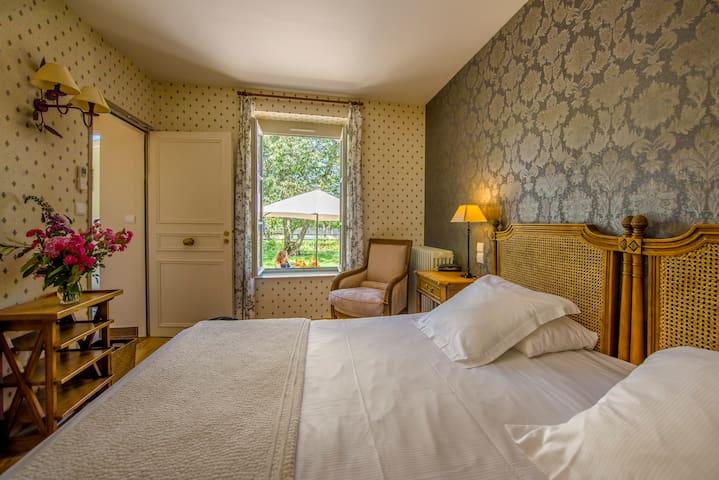 Chambre sur le jardin - Ygrande - Slott