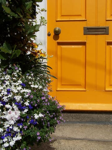 Victorian Home -2 double rooms, own bathroom, wifi - Dún Laoghaire