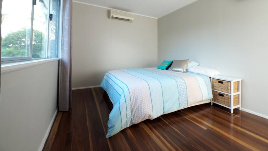 Comfortable home. Handy position. - Kirwan