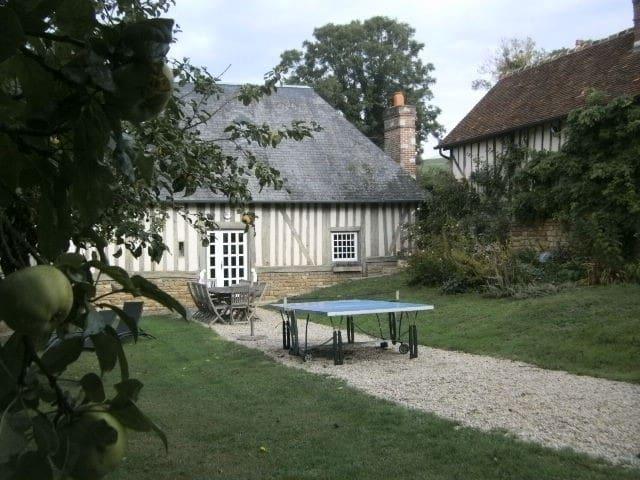 knusse ciderpressoir in de heuvels van Normandië - Crouttes - Huis