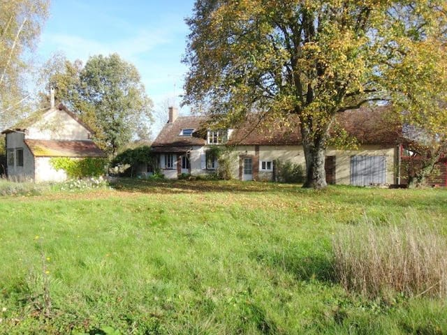Arty cottage à 1h30 de Paris - Le Charme - Casa