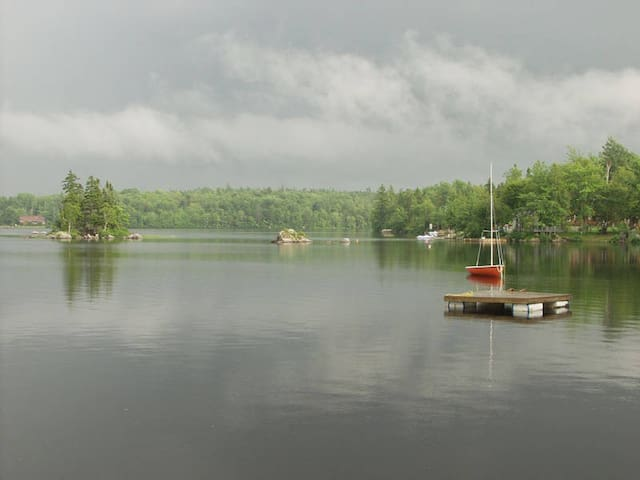 The Round Cottage... Just steps to the lake! - Aylesford - Kabin