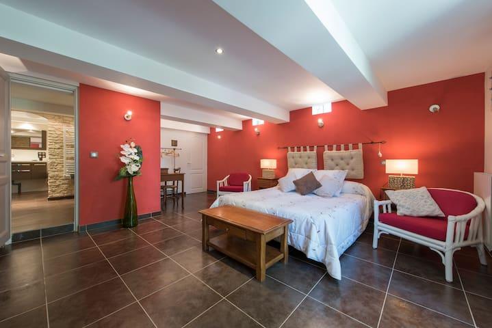 Chambre spacieuse  lit de 160 frais - Entrevaux