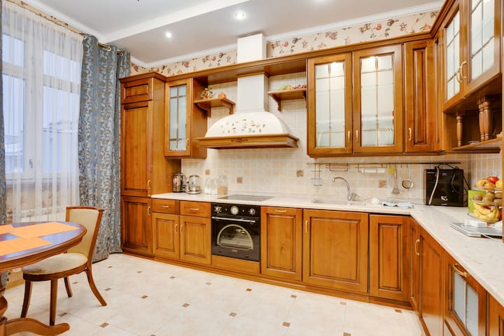 Townhouse for 18 person+FirePlace (беседка+мангал) - Moskva - Huis