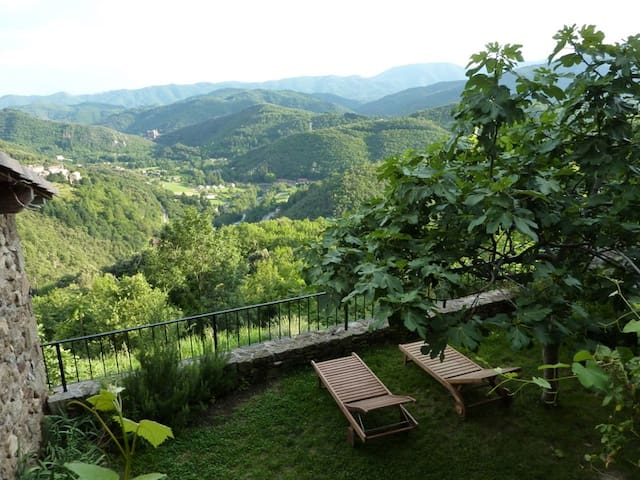 Private holiday home, great views - Chirols - Casa