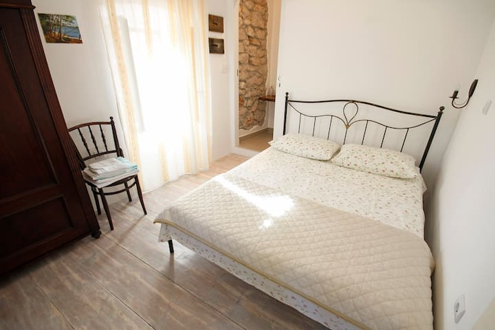 NEW room, decorated in old style - Mali Losinj - Hus