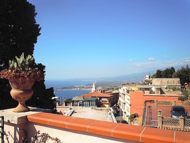 panoramic in town - Taormina