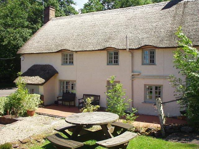 Pheasant Cottage, Blue Ball Inn Triscombe Somerset - Triscombe - Bed & Breakfast