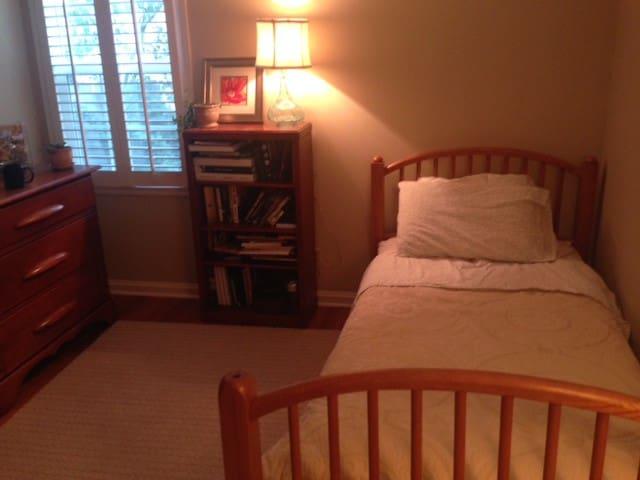 Cozy Room in Lovely Prairie Village - Prairie Village - Casa