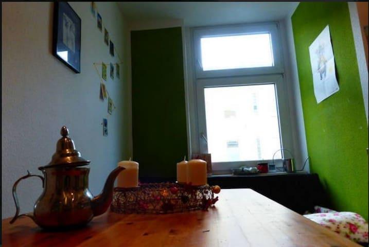 Cosy, bright and quiet room in Neukölln - Berlin - Leilighet