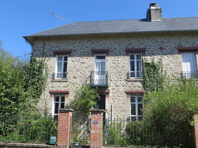 Charming and spacious country house - Peyrat-le-Château - 獨棟