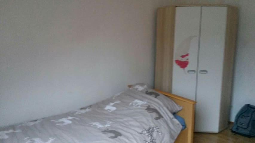 18m2 nice and simple room - Dortmund - Pis