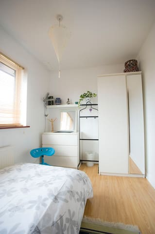 Single room in our home - Peterborough - Dom