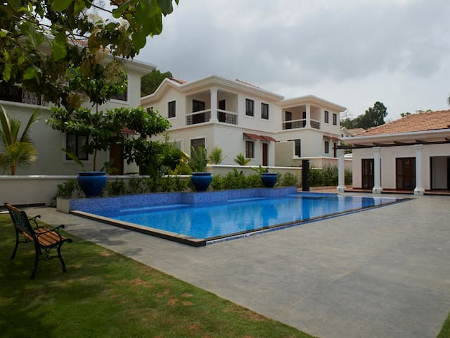 Premium 3BR Villa with Pool View #18 - North Goa - Βίλα