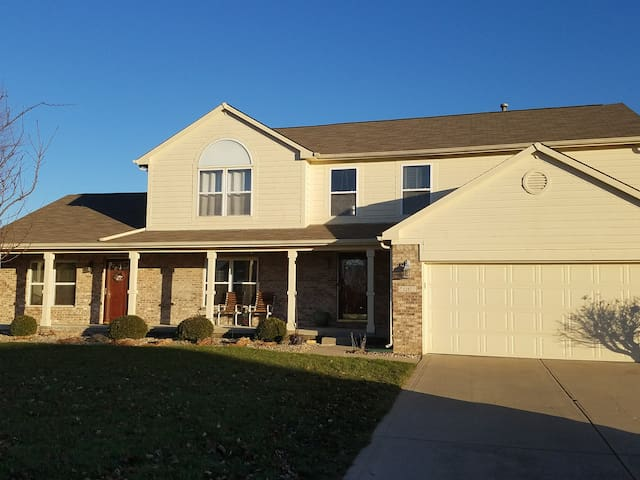 Neighborhood Comfort 25 Min. to Anywhere in Indy! - Greenfield