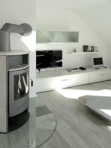 Helle Dachgeschosswohnung im Zweifamilienhaus - Дуйсбург - Квартира