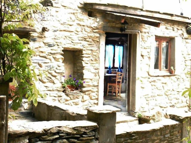 Casa in pietra in antica borgata - Ubaghetta Costa - Hus
