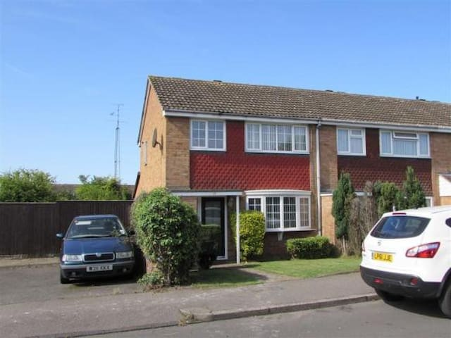 Single room with everything you would need - Dunstable