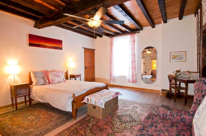 Attractive rooms (2), riverside, centre ville - Allemans-du-Dropt - Oda + Kahvaltı
