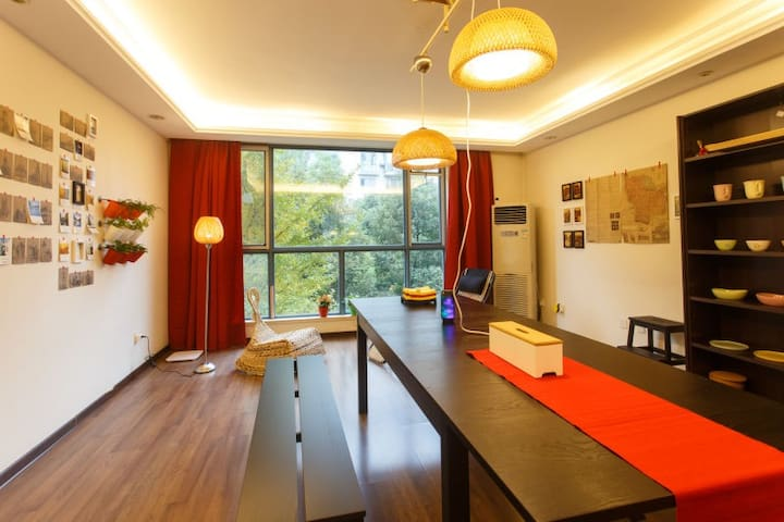 Spacious single bedroom with balcony near Kazimen - Nanjing - Leilighet