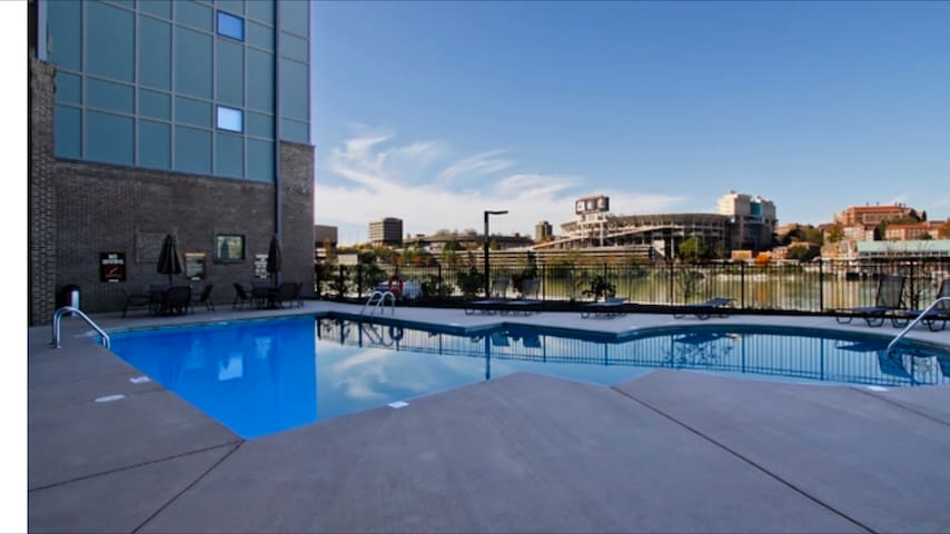 Spacious Condo right on the Tennessee river! - Knoxville