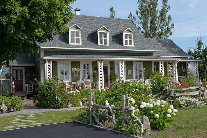 La Maison Verte Couette et Cafe - Le Grenier - Saint-Michel-de-Bellechasse - Bed & Breakfast