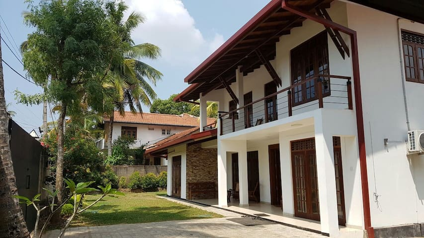 Luxury Villa in Kottawa - Polgasowita, Western Province, LK - Huis