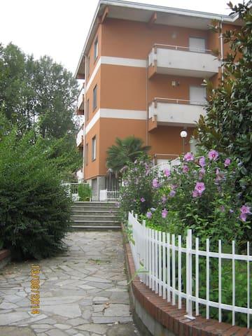 Appartement dans un résidence calme avec piscine - Strevi - Lägenhet