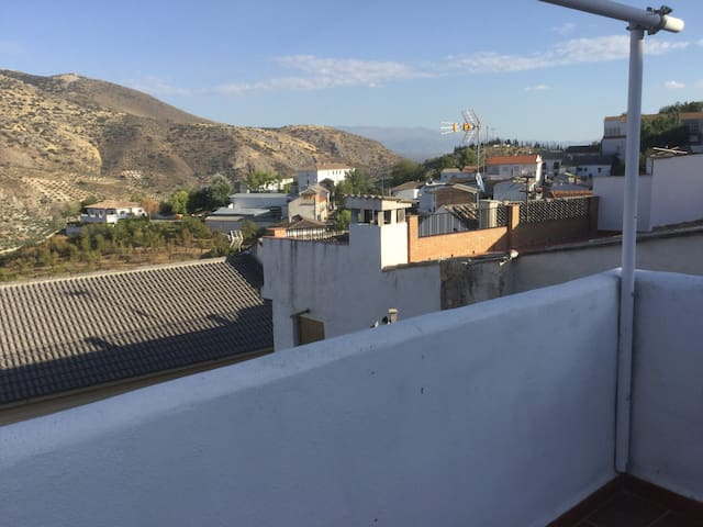 3 Rooms with breakfast available in spacious house - Colomera
