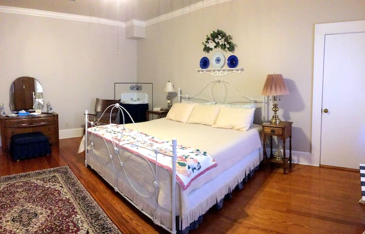The Hinson House Bed & Breakfast: Homeguard Suite - Marianna - Bed & Breakfast