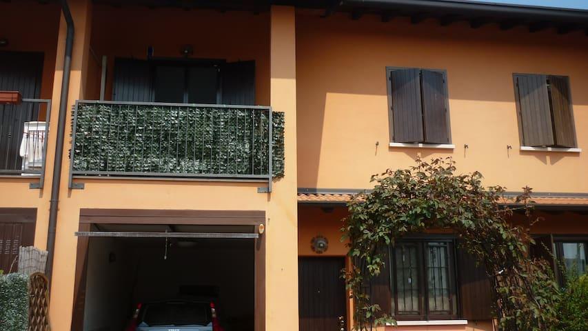 villetta  ammobiliata affittasi - Carbonara Al Ticino - 別荘