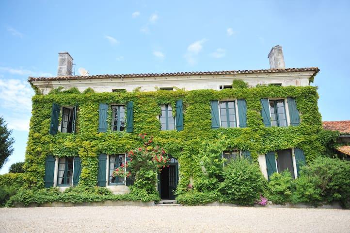 L'Appartement, Manoir de Longeveau - Aubeterre-sur-Dronne - Leilighet