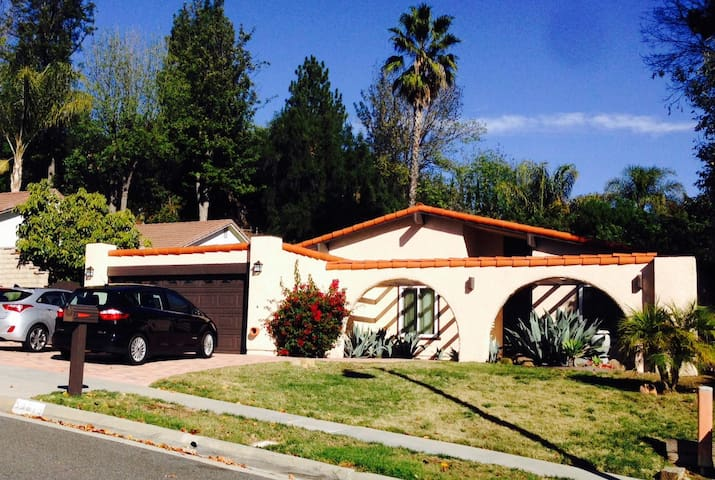 Private Bedroom & Bathroom in Single Story House - Agoura Hills
