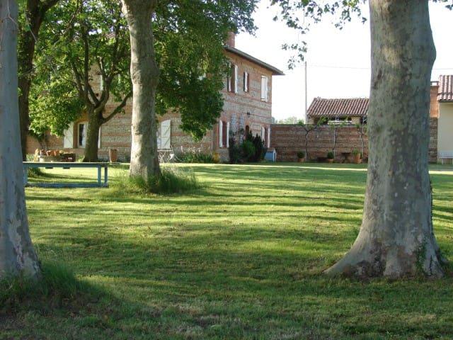 Chambre dans une ferme avec vue sur les Pyrénées - Cintegabelle - Rumah