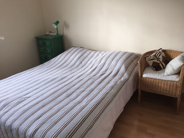 Cosy bed&spacious bedroom - Dudelange - Hus