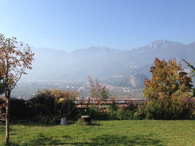 open space with amazing view - Bolognano - Hus