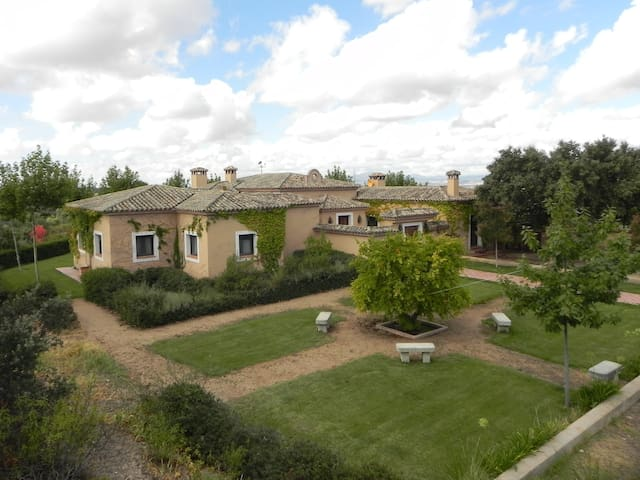 Country House with 90hc near Madrid - La Torre de Esteban Hambrán - Huis