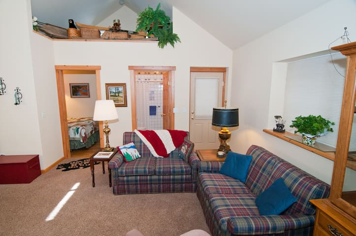 It's Suite! Perfect Place for Two! - Sunnyside-Tahoe City - Casa