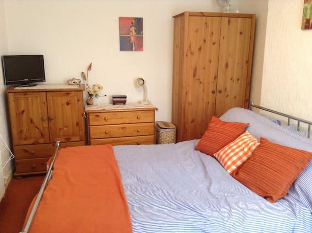Double room in centre of wigan - Wigan - Huis