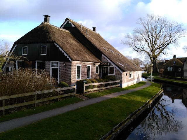 Dwarsgracht 4y0u Comfortable in summer and winter - Giethoorn - Semesterboende