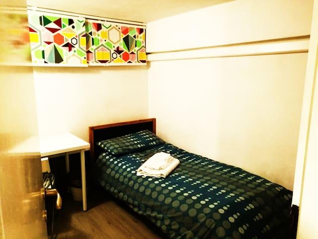 Single room, included breakfast :) - Milano - Loft