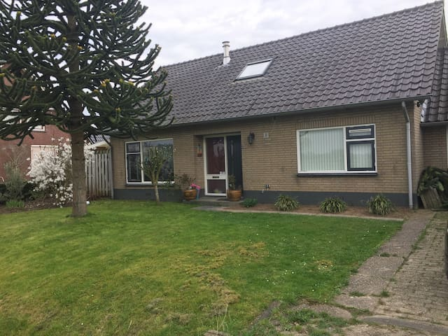 Lovely holidayhouse at the Waal - Heerewaarden - Bungalov